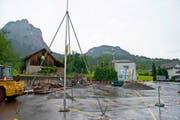 Jetzt wird schon mal die Mobilfunkantenne provisorisch an einen neuen Standort versetzt. Danach wird im November die Talstation abgerissen und der Parkplatz renaturiert. (Bild: Erhard Gick / Neue SZ)