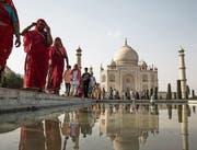 Sowohl für indische als auch für ausländische Besucher ist das 1643 fertiggestellte Taj-Mahal-Mausoleum ein Touristenmagnet. (Bild: D. Berehulak/Getty (Agra, 29. Mai 2014))