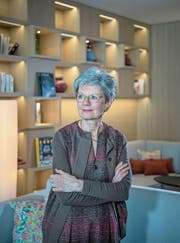 Verena Briner in der Bibliothek des Waldhotels Bürgenstock. (Bild: Pius Amrein (2. März 2018))