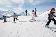 Wintersportbegeisterte vergnügen sich auf der Mörlialp im Kanton Obwalden. Bild: Mischa Christen/Keystone