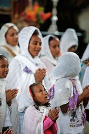 Eritreische Christen pflegen auch in der Fremde ihren Glauben – hier an einem Gottesdienst in Unterägeri. (Archivbild Stefan Kaiser)