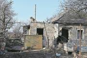 Ein von Artillerie getroffenes Haus in Pesky. (Bild: André Widmer, Awdijiwka, 15. März 2017)