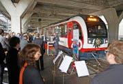 Bereit zur Abfahrt: der neue Fink der Zentralbahn gestern Abend im Bahnhof Luzern. (Bild Corinne Glanzmann)