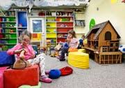 Für viereinhalb Stunden die Woche spielen die Kinder in den selbst hergerichteten Räumen der Spielgruppe «Chnopf». (Bild Stefan Kaiser)