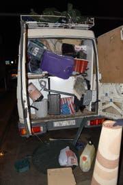 Blick in den randvoll gefüllten Lieferwagen. (Bild: Kantonspolizei Nidwalden)