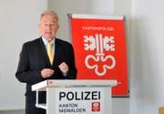 Hans-Kaspar Steiner an einer Pressekonferenz zum Thema Sicherheit. (Bild: Corinne Glanzmann (Stans, 19. Juni 2012))