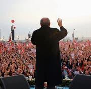 Der türkische Präsident Recep Tayyip Erdogan bei einer Kundgebung in Istanbul. (Bild: EPA (8. April 2017))
