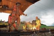 Damit die Züge ruhig auf den Schienen laufen, werden sie zusammengeschweisst. (Bild: Maria Schmid (Rotkreuz, 19 . September 2017))