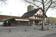 Die Wirtschaft zum Schützenhaus an der Horwerstrasse. Sie liegt nur wenige Meter neben der Swisspor-Arena. (Bild: Dominik Wunderli (Luzern, 25. Januar 2018))