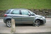 Eine Urner Autofahrerin prallte heute Morgen in Gurtnellen in das Geländer auf der rechten Strassenseite. (Bild: pd)