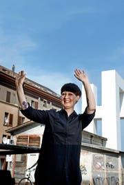 Nadine Wietlisbach vor dem Ausstellungsraum Elephanthouse in der Neustadt Luzern. (Bild: Nadia Schärli)