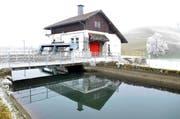 Das Kleinkraftwerk hinter der Zementfabrik Brunnen ging 2007 in den Besitz des EWS über und soll jetzt erneuert werden. (Bild Bert Schnüriger)
