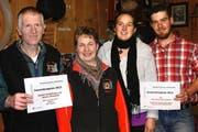 Die Preisträger (von links): Werner und Margit von Rotz-Durrer, Janine und Thomas Omlin-Kayser. (Bild: Bea Zai)