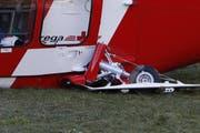 Das beschädigte Fahrwerk des Gebirgshelikopters. (Bild: Geri Holdener / bote.ch)