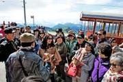 Ansturm auf die Rigi-Bahnen: Asiatische Reisegruppen pilgern auf die Rigi. (Bild: Nadia Schärli)