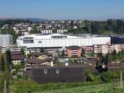 Blick auf die Mall of Switzerland mit dem Freizeitcenter (links), dem Shopping-Komplex und dem Parkhaus (rechts). (Bild: René Meier (Ebikon, 30. April 2017))