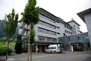 Der Kanton Nidwalden revidiert sein Gesundheitsgesetz, im Bild: Das Kantonsspital in Stans. (Bild: Corinne Glanzmann)