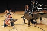 Sol Gabetta (links) und Hélène Grimaud inspirierten sich gegenseitig zu höchstem musikalischem Ausdruck. (Bild: Philipp Schmidli (14. Januar 2017))
