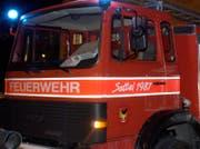 Die Sattler Feuerwehr rückte aus, musste aber nichts mehr löschen. (Bild: Archiv / bote.ch)