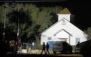Schauplatz des Blutbades: Die First Baptist Church im Zentrum der kleinen Gemeinde Sutherland Springs. (Bild: Larry Smith/EPA (6. November 2017))