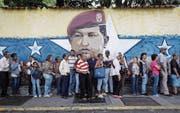 Ein Drittel der Stimmberechtigten beteiligten sich am Sonntag in Caracas an einer symbolischen Volksabstimmung. (Bild: Miguel Gutierrez/EPA)