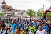 LUZERN, 25APR15 - Impression vom 38. Luzerner Stadtlauf am 25. April 2015. Mit rund 13'500 Teilnehmerinnen und Teilnehmer ist der Luzerner Stadtlauf der groesste Laufsportevent der Zentralschweiz. Mit Strecken von 660 Meter bis 5,6 Kilometer durch die malerische Luzerner Altstadt ermoeglicht der Stadtlauf ein Jogging-Erlebnis fuer Gross und Klein. Impression of the 38th Lucerne City Run, a very popular run with more than 13'500 starters in the old town of Lucerne, Switzerland, April 25, 2015. swiss-image.ch/Photo Andy Mettler (Bild: Andy Mettler (swiss-image.ch))