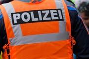Ein alkoholisierter Urner leistete sich eine Auseinandersetzung mit zwei Polizisten. (Symbolbild) (Bild: Keystone)