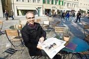 Beat Züsli (SP) auf dem Aussensitzplatz seines Lieblingsrestaurants Mill'Feuille am Mühlenplatz in Luzern. Er hatte sich im Stadtparlament dafür eingesetzt, dass der Platz autofrei wird. (Bild Corinne Glanzmann)