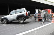 Der umgekippte Anhänger auf der Autobahn A2 Richtung Luzern. (Bild: Kantonspolizei Nidwalden)