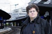 Stefan Thöni im September am Bahnhof Zug. (Bild: Werner Schelbert / Neue ZZ)