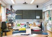 Der Blick in das Schulzimmer von Finstersee, wo vier Schulstufen zusammen unterrichtet werden. (Bild: Maria Schmid (4. Mai 2016))