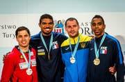 Max Heinzer (links) gewinnt Silber. Gold geht an Yannick Borel (Frankreich) und Bronze an Bogdan Nikishin (Ukraine) sowie Jean-Mcihel Lucenay (Frankreich, von links). (Bild: EPA / Tytus Zmijewski)