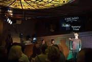 Der bekannte Slam-Poet Tommy Trixa aus Dresden am Anlass in der Chicago Bar. (Bild: Maria Schmid (Zug, 21. Februar 2018))