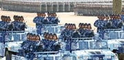 Die chinesische Volksbefreiungsarmee begeht das 90. Jahr ihres Bestehens mit einer Militärparade auf der Trainingsbasis Zhurihe in der nordchinesischen Autonomieregion Innere Mongolei. (Bild: Ju Zhenhua/Keystone (30. Juli 2017))