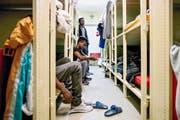 Blick in die Asylunterkunft in der Zivilschutzanlage in Dagmersellen im vergangenen März. (Bild Philipp Schmidli)