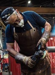 Ein längeres Erwerbsleben kann dem demografisch bedingten Fachkräftemangel in gewissen Branchen entgegenwirken. Auch die Sozialversicherungen können so entlastet werden. (Bild: Gabriele Putzu/Keystone)