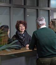 Die neue Chefärztin Ambulante Dienste der Luzerner Psychiatrie Kerstin Gabriel in einer Besprechung mit Mitarbeitern. (Bild: Pius Amrein (Sursee, 27. Dezember 2017))