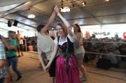 Bereits am Nachmittag herrscht beim Älplerwunschkonzert auf dem Urnerboden eine ausgelassene Stimmung. (Bild: Florian Arnold / Neue UZ)