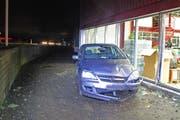 Der Lenkerin dieses Autos brachten Scherben kein Glück. (Bild: Luzerner Polizei)
