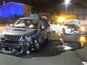 Die seitliche Frontalkollision in Wollerau hat die beiden Autos stark beschädigt. (Bild: Schwyzer Kantonspolizei)