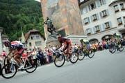 Die Tour de Suisse führt am Montag zu Sperrungen am Gotthardpass. Im Bild: Die Fahrer im Dorfzentrum von Altdorf. (Bild: Archiv Neue UZ)