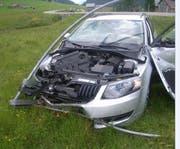 Der Autolenker blieb zwar unverletzt, das Auto jedoch erlitt Totalschaden. (Bild: Kantonspolizei Uri)