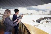 Museumsbesuch mit Tablet und App. (Bild: Bourbaki Panorama Luzern/Natalie Boo)