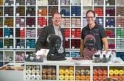 Inhaber Peter Vonarburg (links) und Geschäftsführer Jörg Schnider im Laden an der Alpenstrasse. (Bild: Boris Bürgisser (Luzern, 24. Oktober 2017))