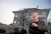Felix Imboden vor dem Therapiezentrum Meggen. Dort werden Suchtkranke therapiert (Bild: Nadia Schärli / Neue LZ)