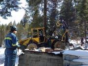 Unterägeri: Eine Waldhütte ist aus bisher noch nicht geklärten Gründen niedergebrannt. (Bild: Zuger Polizei)