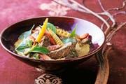 Hier könnten Keime lauern: grünes Fleisch-Curry mit asiatischen Gewürzen. (Bild: Getty)