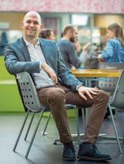 Peter G. Kirchschläger (40) in der Cafeteria der Uni Luzern. (Bild: Boris Bürgisser (20. März 2018))