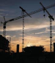 Tiefe Zinsen lassen die Investitionen in Immobilien steigen. (Bild: Boris Bürgisser (Rotkreuz, 17. Oktober 2017))