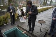 Bei Bauarbeiten in der Nähe der Franziskanerkirche wurden sterbliche Überreste gefunden. In einer feierlichen Zeremonie werden diese nun auf dem Friedhof Friedental in Luzern beigesetzt. (Bild: Dominik Wunderli/LZ)